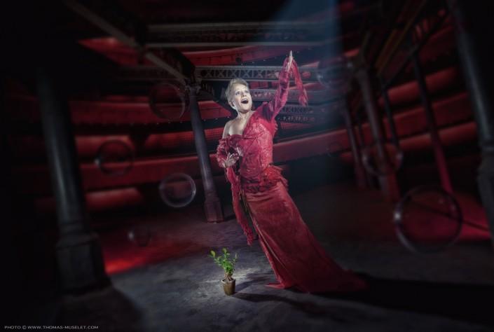 Une chanteuse d'opéra dans un drôle d'univers