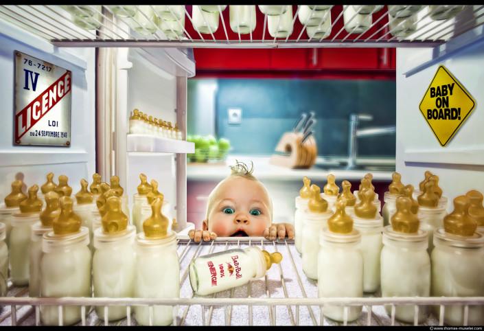 un bébé dans un frigo