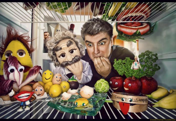 photo originale dans un frigo par thomas muselet et des marionnettes