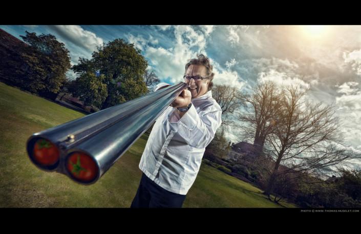 un cuisinier chasseur avec son fusil
