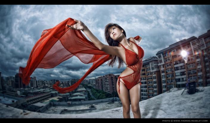 photo d'une femme sexy en rouge sur un toit àtaiwan