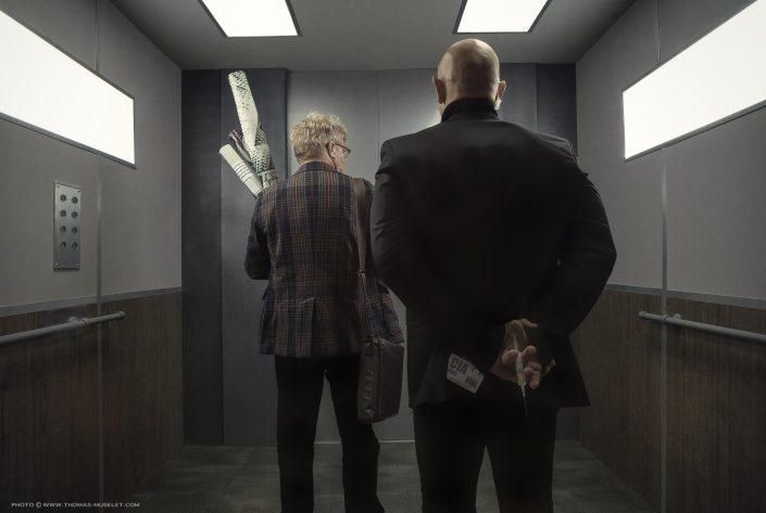 mise en scène originale dans un ascenseur photographe
