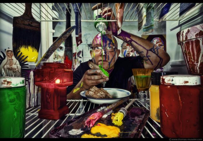 un peintre dans la série frigo de thomas muselet