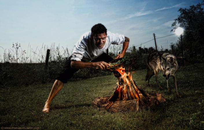 un cuisinier avec son loup