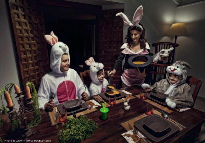 une famille de magiciens déguisés en Lapin