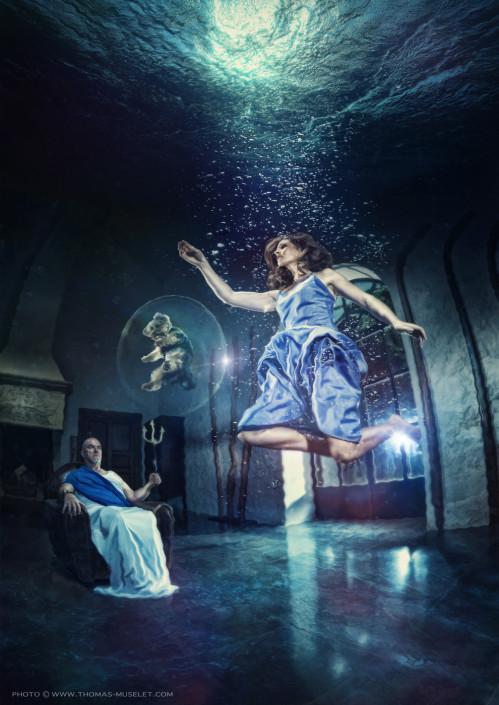 une magicienne dans l'eau avec des bulles et son chien photomontage