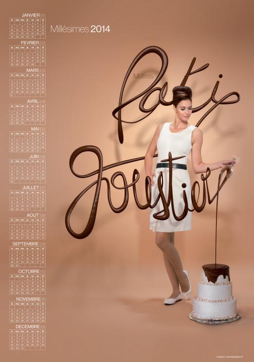photo de pâtissiers originale une femme fait couler du chocolat