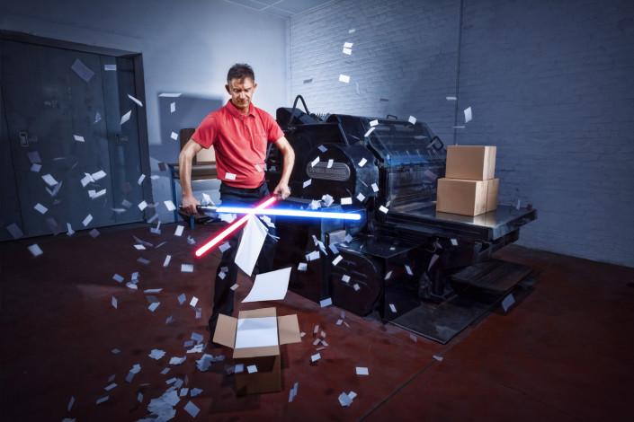 Photo avec des sabres laser pour une imprimerie