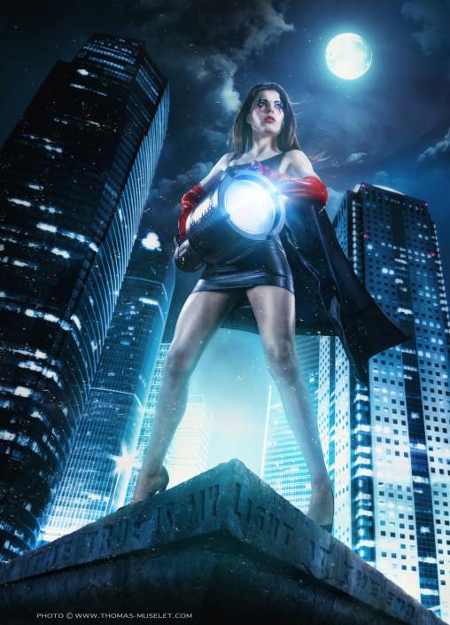 une femme comme un super héro