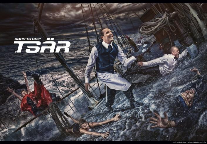 photo originale sur un bateau des hommes et des femmes glisses