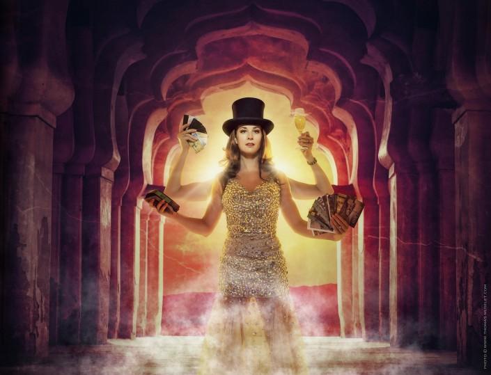 photo originale de magicienne. une femme avec pleins de bras
