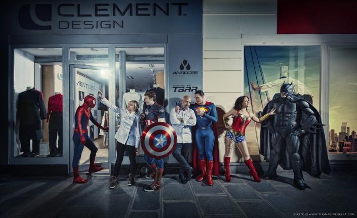 photo pour la marque de vêtement clement design à paris avec Frédéric Anton et Chriqtelle Bruat et les super héros