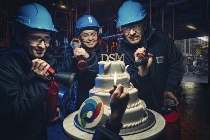 photo dans une usine avec un gâteau
