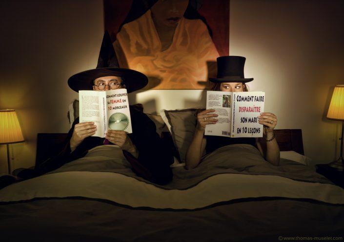photo d'un couple de magicien dans leur lit