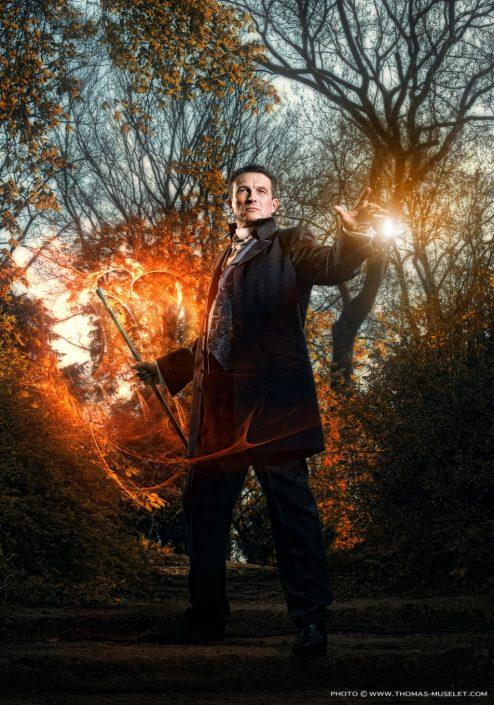 Photo d'un magicien dans une forêt